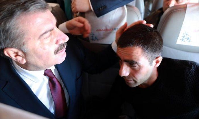 Sağlık Bakanı Koca'dan rahatsızlanan yolcuya ilk müdahale